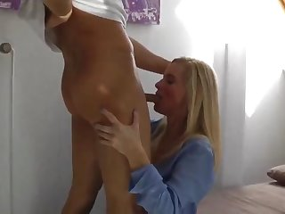 sexy mature milf gets morning creampie with her neighbor