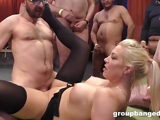 guys cum and go in gangbang world