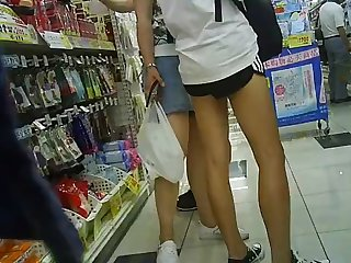 voyeur gap between shorts with regard to a woman wearing free and easy shorts